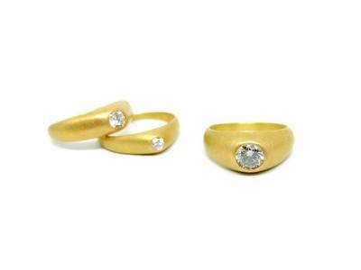 Britta-Ehlich-Gelbgoldringe-mit-Diamanten-1