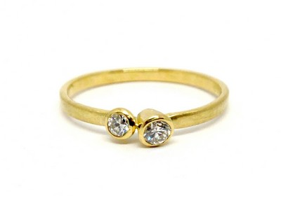 Ring - 750er Gelbgold mit 2 Diamanten schräg 3