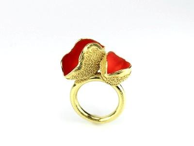 Sabine-Mueller-Schneebecherling-Ring-rot-gold