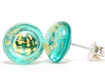 Emerald gold glass ear studs Thor Karlsen glass (2)